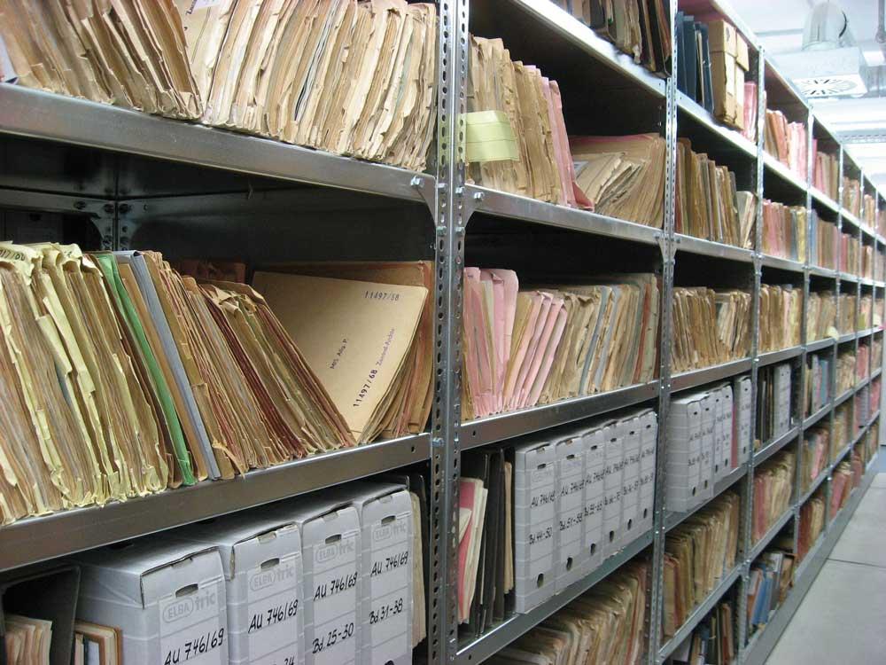 Akten und Dokumente lagern!
