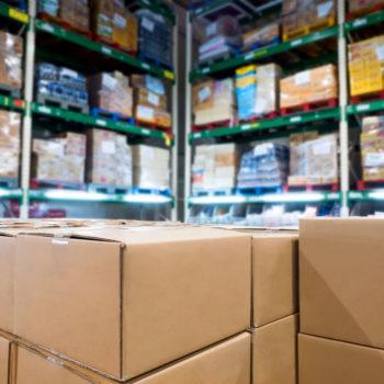 Lagerfläche mit Kartonen vollgeräumt - Für Handelsvertreter und Außendienstmitarbeiter